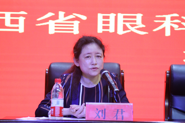 6 长治市人民医院眼科中心主任刘君主持开幕式.jpg